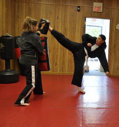 4 Steps to Perform a Karate Wheel Kick