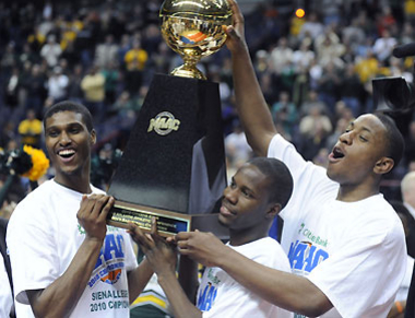Siena players celebrate winning the Metro Atlantic Conference championship
