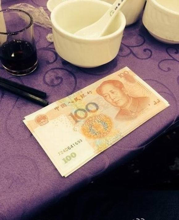 Chinese Wedding Banquet Guests Get Money